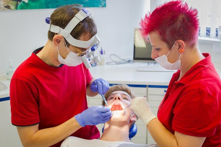 Um Ihre Zähne stets bemüht - Zahnarzt Dr. Martin Jendrek in Jena.