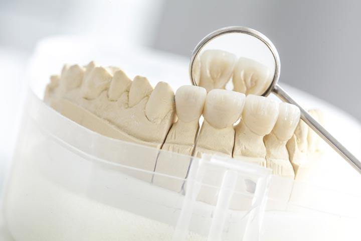Zahnarztpraxis - Labor der Zahnärzte Jendrek in Jena auch für Zahnprothesen.